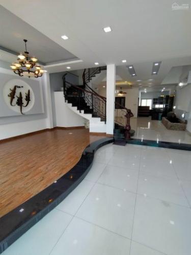 SẢNH biệt thự KDC Nam Long Q7 Biệt thự KDC Nam Long nội thất cơ bản, tông trắng, thiết kế hiện đại.