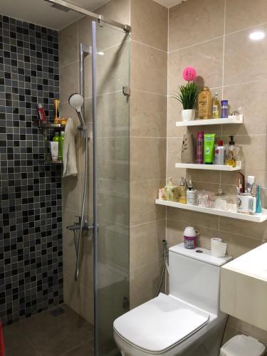Phòng tắm căn hộ The Tresor Căn hộ The Tresor thiết kế hiện đại, view sông thoáng mát