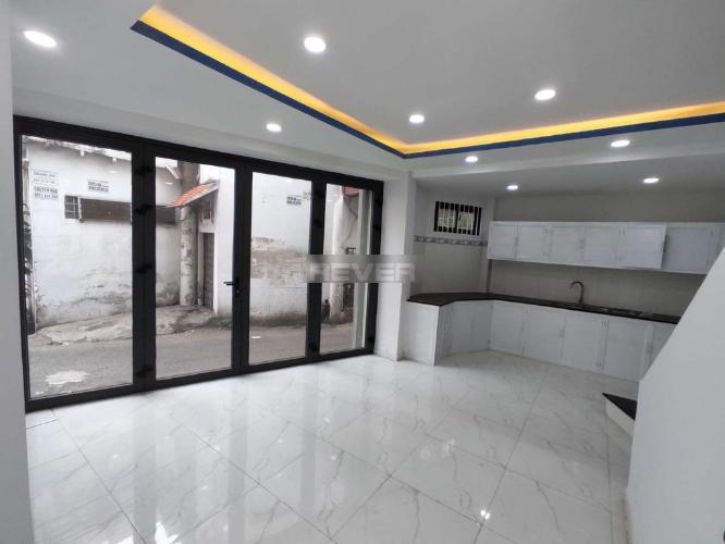 Phòng bếp nhà phố Tân Phú Nhà phố diện tích sử dụng 125m2 hướng cửa Đông Nam, thiết kế kỹ lưỡng.