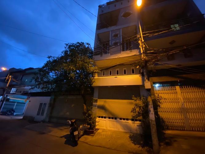 Mặt tiền nhà phố đường Trần Bá Giao, Gò Vấp Nhà phố hướng Tây Nam hẻm xe hơi rộng, thích hợp kinh doanh.