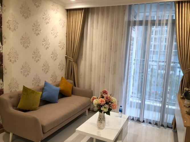 Phòng khách căn hộ VINHOMES CENTRAL PARK Bán hoặc cho thuê căn hộ Vinhomes Central Park 1PN, tầng thấp, tháp Landmark 4, đầy đủ nội thất