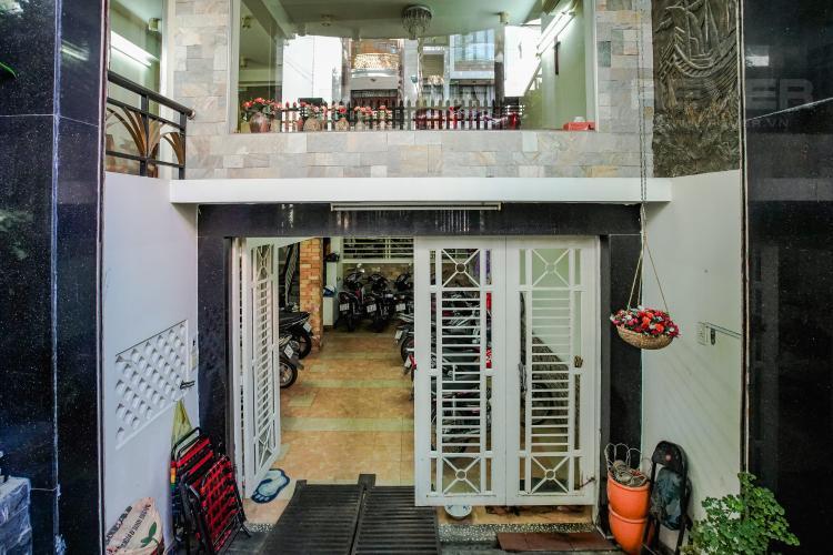 Cổng Vào Hầm Bán nhà phố KDC Trung Sơn Q.7, 3 tầng, 17PN, diện tích sử dụng 350.4m2, có hầm để xe