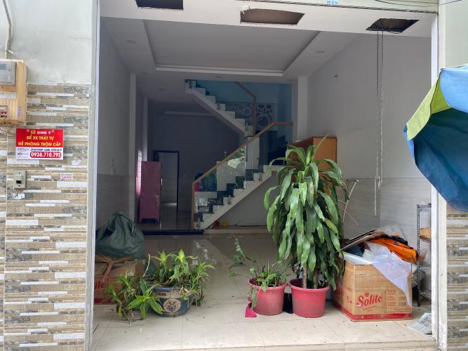 Phòng khách nhà Bình Tân Nhà phố hướng Đông Nam diện tích đất 64m2, gần Aeon Mall.