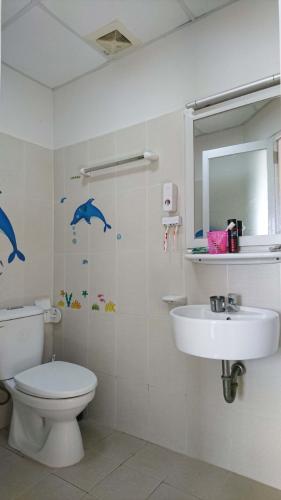 Phòng tắm căn hộ Ehome 3 Căn hộ Ehome 3 đầy đủ nội thất tiện nghi, ban công hướng Nam.