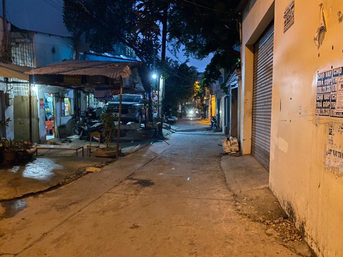 Hẻm nhà phố đường Trần Bá Giao, Gò Vấp Nhà phố hướng Tây Nam hẻm xe hơi rộng, thích hợp kinh doanh.