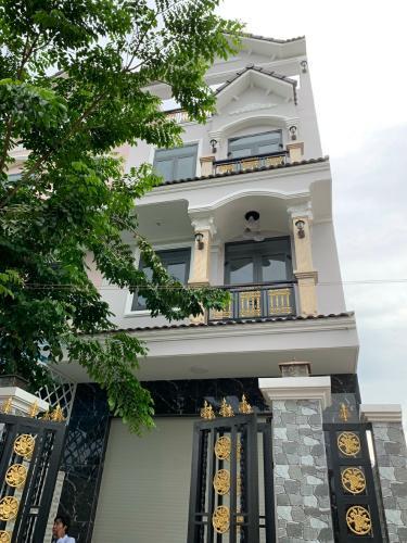 Bán nhà hẻm Huỳnh Tấn Phát, Nhà Bè giá tốt, nội thất cơ bản.
