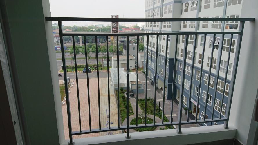 Ban công Saigon Gateway, Quận 9 Căn hộ Saigon Gateway tầng 6, nội thất cơ bản, view nội khu.