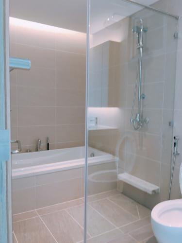 Phòng tắm Sadora Apartment, Quận 2 Căn hộ tầng trung Sadora Apartment view nội khu thoáng mát.