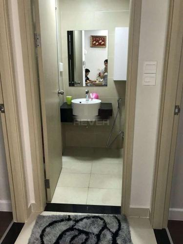Phòng tắm căn hộ Richstar, Tân Phú Căn hộ Richstar bàn giao nội thất cơ bản, cửa hướng Tây.