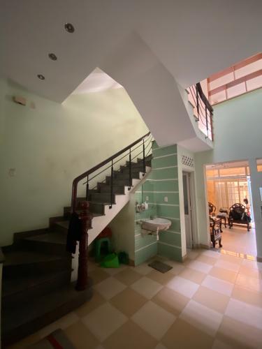 Bên trong nhà phố Trần Hưng Đạo, Quận 5 Nhà phố hướng Đông diện tích 98.13m2, bàn giao nội thất cơ bản.
