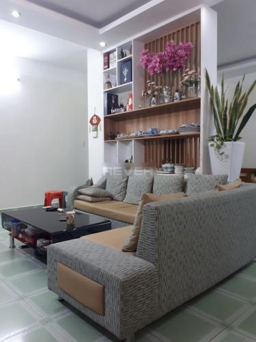 Căn hộ chung cư An Lạc Plaza hướng Đông Nam, nội thất đầy đủ.