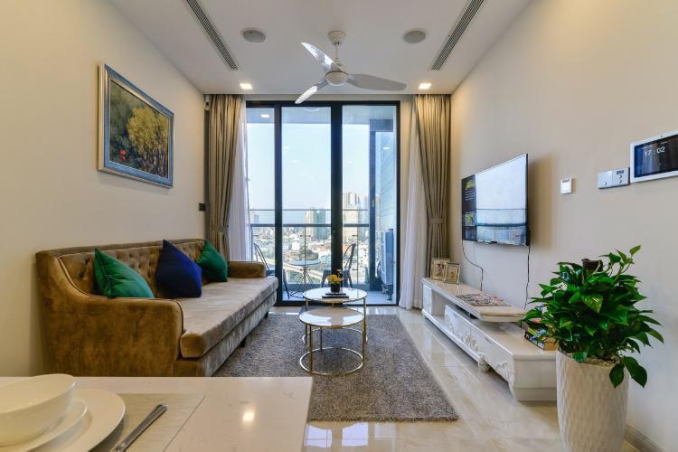 Cho thuê officetel Vinhomes Golden River 1PN, diện tích 49m2, đầy đủ nội thất, view thành phố.