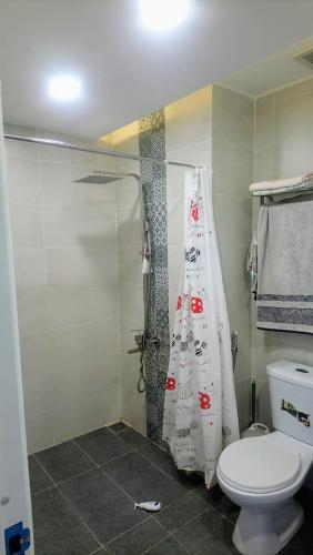 Toilet Kingston Residence, Phú Nhuận Căn hộ view thoáng mát Kingston Residence đầy đủ nội thất.