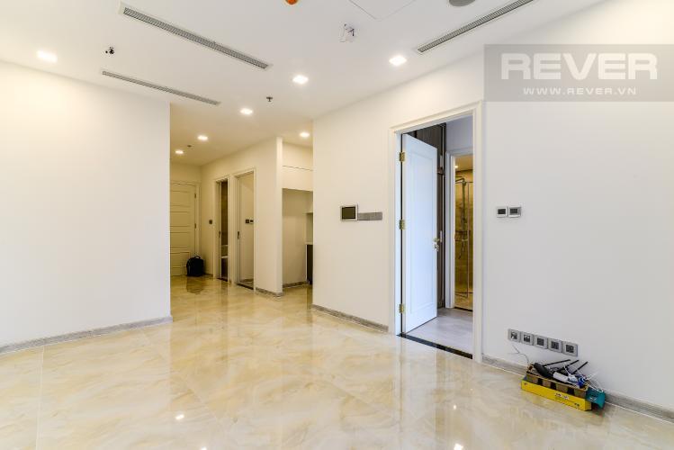 Phòng Khách Căn hộ Vinhomes Golden River tòa Aqua 2, 2 phòng ngủ, hướng nhà Tây Bắc, view hồ bơi.