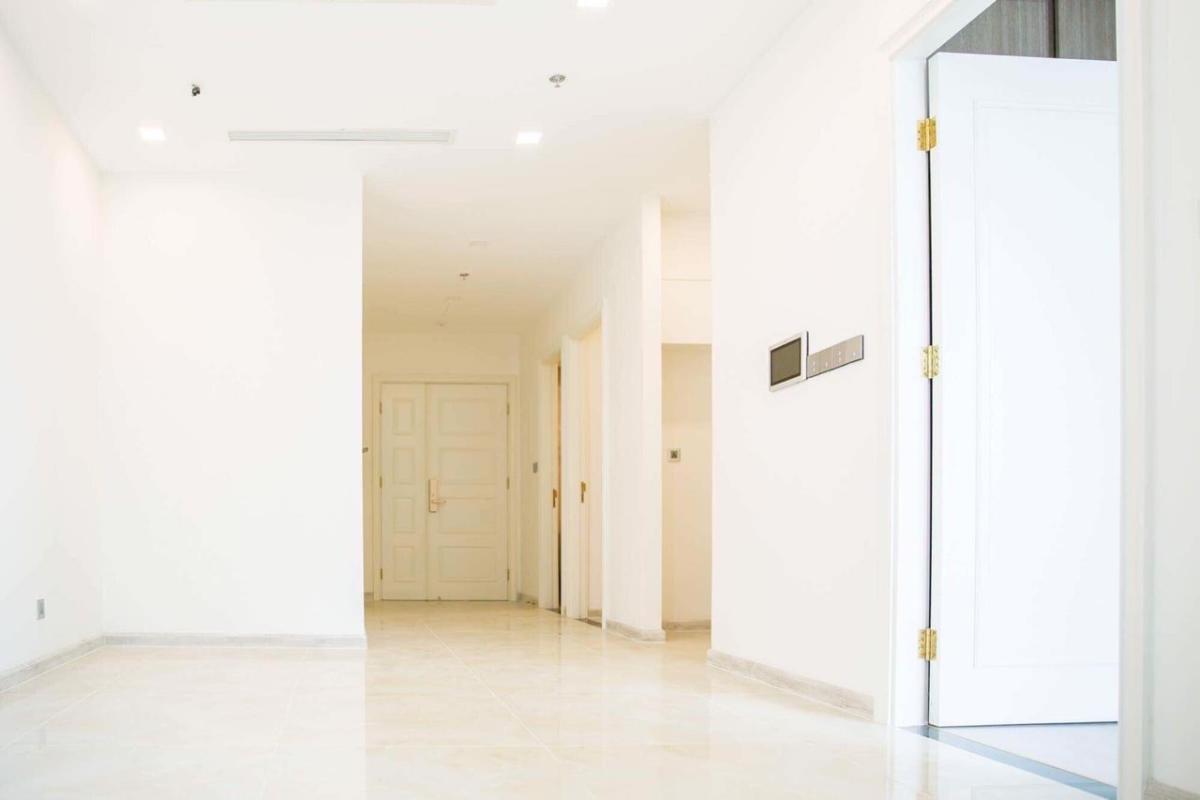 Lối vào Bán hoặc cho thuê căn hộ Vinhomes Golden River 2PN, tháp The Aqua 2, diện tích 68m2, đầy đủ nội thất cao cấp, view Bitexco