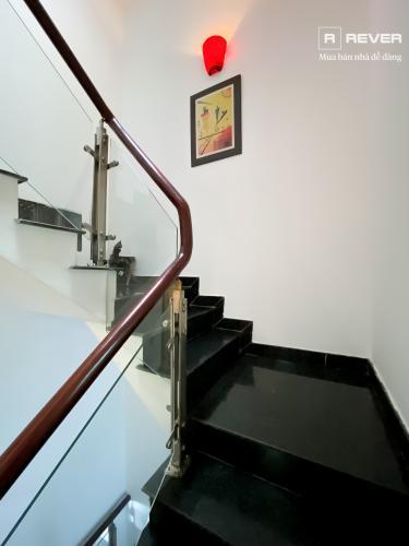 Cầu thang nhà phố Quận 7 Bán nhà 4 tầng hẻm Bế Văn Cấm, Quận 7, sổ hồng, đầy đủ nội thất, cửa hướng Đông