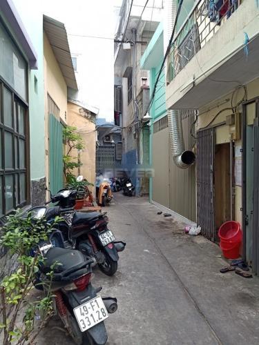 Hẻm nhà phố Phó Đức Chính, Quận 1 Nhà phố Quận 1 hướng Nam hẻm xe máy, cách chợ Bến Thành 200m.
