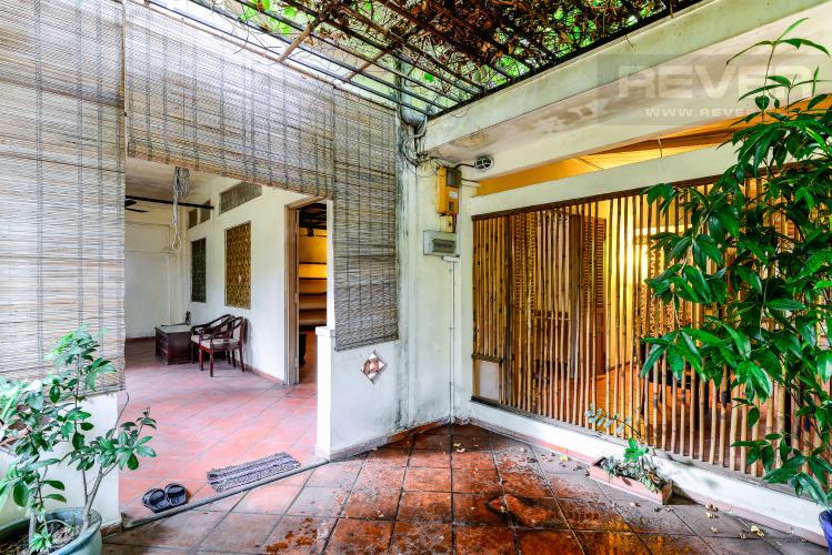 Sân Nhà Nhà phố 4 phòng ngủ hẻm đường Nguyễn Văn Đậu nội thất đầy đủ