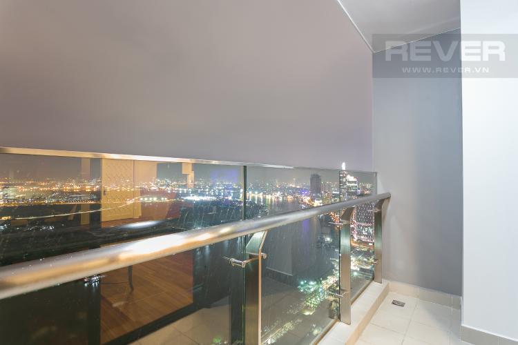 Balcony Bán hoặc cho thuê căn hộ Vinhomes Golden River 3PN, tầng cao, đầy đủ nội thất, view sông Sài Gòn và Thủ Thiêm