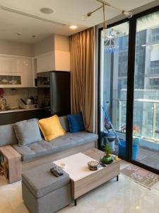 Bán căn hộ Vinhomes Golden River 2PN, nội thất cơ bản, view sông thông thoáng