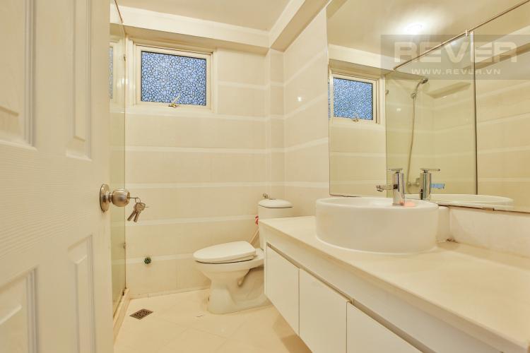 Toilet 2 Lofthouse Phú Hoàng Anh thiết kế đẹp, đầy đủ tiện nghi