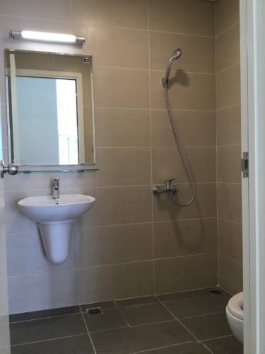 Nhà vệ sinh I-Home 1, Gò Vấp Căn hộ I-Home 1 tầng 4, 2 phòng ngủ, view nội khu hồ bơi.