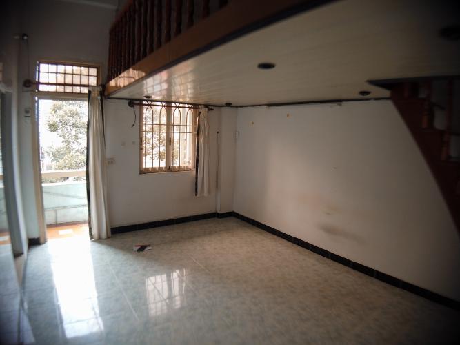 Phòng khách căn hộ chung cư Trần Hưng Đạo Căn hộ chung cư Trần Hưng Đạo ban công hướng Đông Nam, view thành phố.
