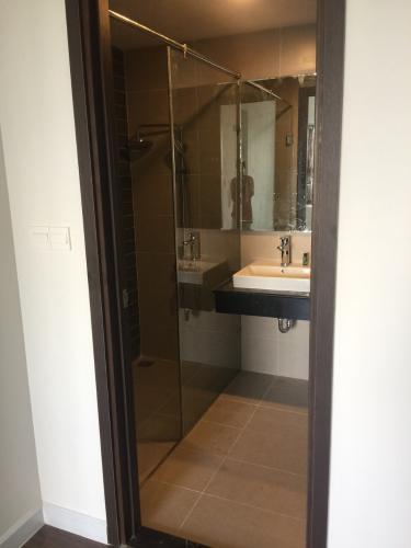 Phòng tắm căn hộ Sunrise Riverside Căn hộ Sunrise Riverside view sông thoáng mát, nội thất cơ bản.