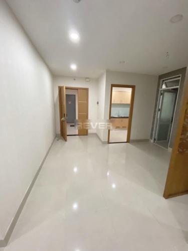 Căn hộ Him Lam Chợ Lớn tầng 6, nội thất cơ bản, sàn lót gỗ.