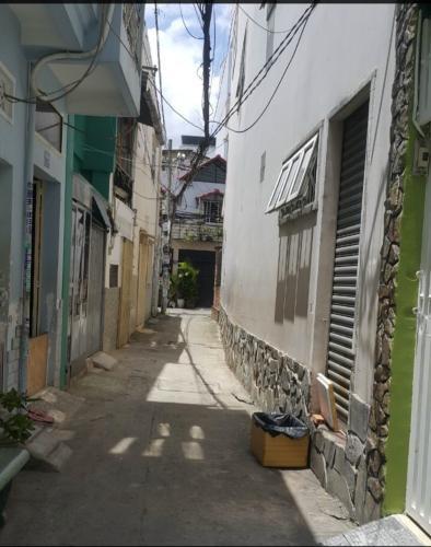nhà phố Bình Thạnh  Bán nhà hẻm 2m Q. Bình Thạnh sổ hồng chính chủ, bàn giao ngay.