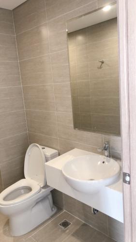 Toilet Vinhomes Grand Park Quận 9 Căn hộ Vinhomes Grand Park tầng cao, đón phía nội khu.