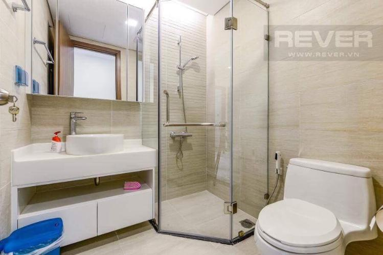 Toilet căn hộ VINHOMES CENTRAL PARK Bán hoặc cho thuê căn hộ Vinhomes Central Park 2PN, tầng 17, đầy đủ nội thất, view hồ bơi