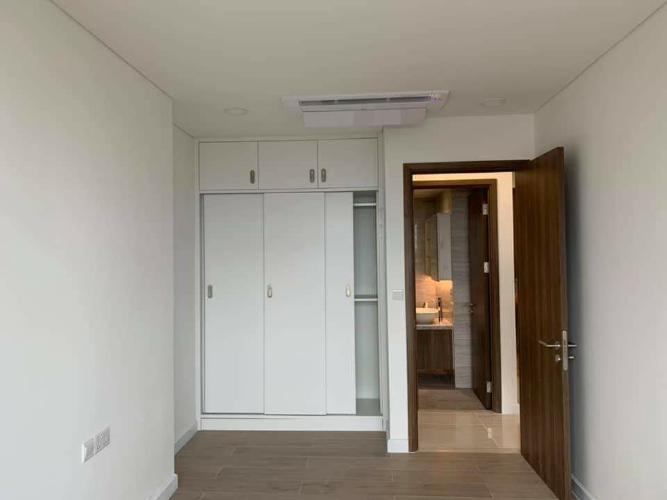 Cho thuê căn hộ Kingdom 101 thuộc tầng trung, diện tích 70m2, 2PN, ban công hướng Tây Nam