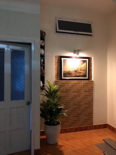 Nhà Trần Quang Diệu, quận 3 Nhà phố trung tâm quận 3, hướng Nam, nội thất đầy đủ mới.