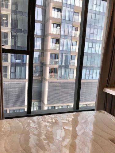 phòng ngủ Căn hộ Vinhomes Golden River nội thất đầy đủ, tầng cao.