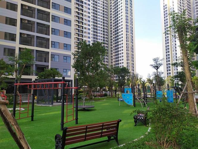 Toàn cảnh Vinhomes Grand Park Quận 9 Căn hộ Vinhomes Grand Park tầng 9, view sông và thành phố.