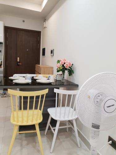 Phòng ăn Saigon Royal Quận 4 Căn hộ Saigon Royal đầy đủ nội thất, view nội khu hồ bơi.