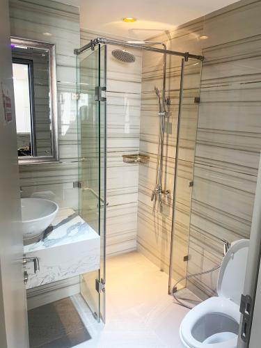 toilet The Gold View Căn hộ The Gold View đầy đủ nội thất tiện nghi, view thông thoáng.