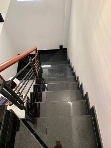 Cầu thang nhà phố Cách Mạng Tháng 8, Quận 3 Nhà phố hẻm trung tâm quận 3, hướng Nam, hẻm ba gác rộng rãi.