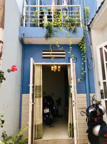 Mặt trước nhà phố Gò Vấp Bán nhà 3 tầng hẻm Nguyên Hồng, Gò Vấp, nội thất cơ bản, cách MT Phan Văn Trị khoảng 150m