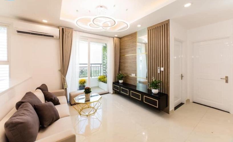 Phòng khách căn hộ Saigon Mia Căn hộ Saigon Mia cửa hướng Tây, view thành phố thoáng mát.