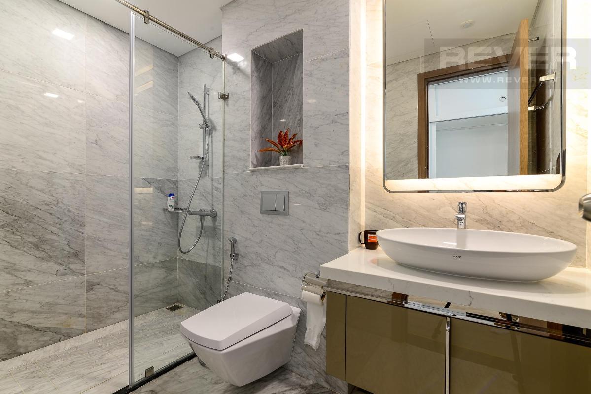 Nhà Vệ Sinh 1 Bán hoặc cho thuê căn hộ Vinhomes Central Park 4PN, tháp Landmark 81, diện tích 164m2, đầy đủ nội thất, căn góc view thoáng