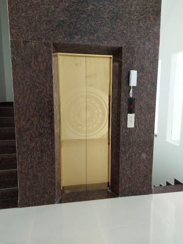 Thang máy nhà phố Tam Bình, Thủ Đức Nhà nguyên căn mặt tiền Thủ Đức, thích hợp mở văn phòng kinh doanh.