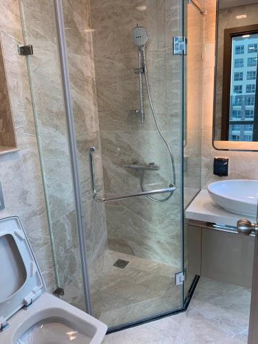 Toilet Vinhomes Central Park Căn hộ tầng cao Vinhomes Central Park hướng Tây Nam.