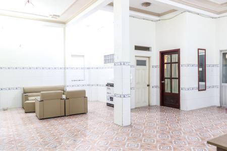 Bán nhà phố 2 tầng đường Kinh Dương Vương, Quận 6, diện tích đất 190m2, đầy đủ nội thất, cách Vòng xoay Phú Lâm 500m