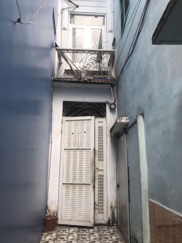 Nhà phố diện tích sử dụng 80m2, khu dân cư an ninh.