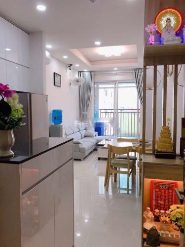 Phòng khách căn hộ Richstar, Tân Phú Căn hộ Richstar bàn giao nội thất cơ bản, cửa hướng Tây.