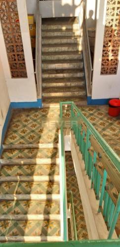 Cầu thang chung cư Trần Nhân Tôn Chung cư 1 phòng ngủ Quận 5, trung tâm thành phố.