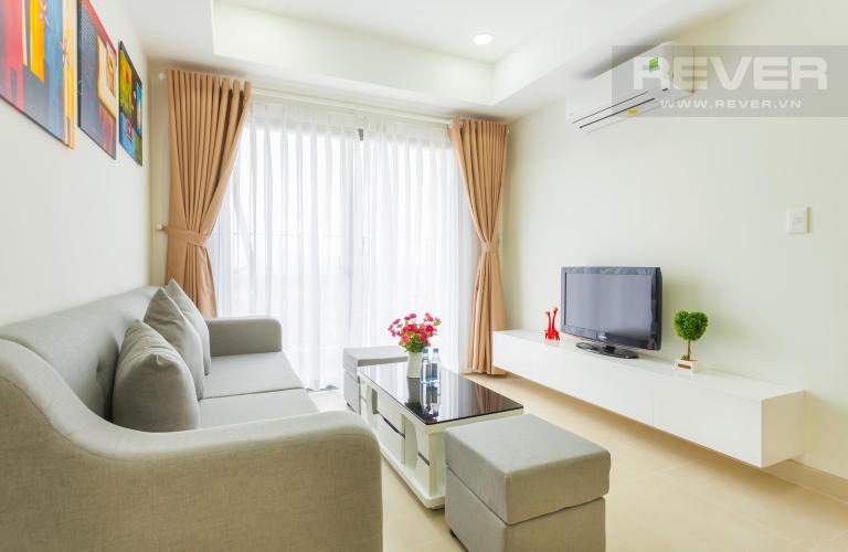 Phòng khách gần ban công view Đông Bắc Căn hộ Masteri Thảo Điền 2 phòng ngủ tầng trung T3 nội thất đầy đủ