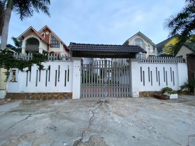 Bán nhà phố đường 26, phường Phước Long A, Quận 9, diện tích đất 475.9m2, sổ hồng đầy đủ